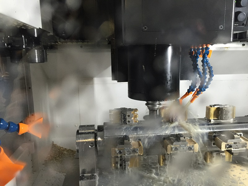 Milling, drilling, sinking, deburring …, the new machining centre automatically performs all the necessary production steps