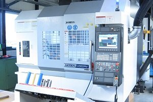 The brand-new machining centre for the fully automatic manufacturing of the shoes of the DICTATOR HAWGOOD swing door hinges